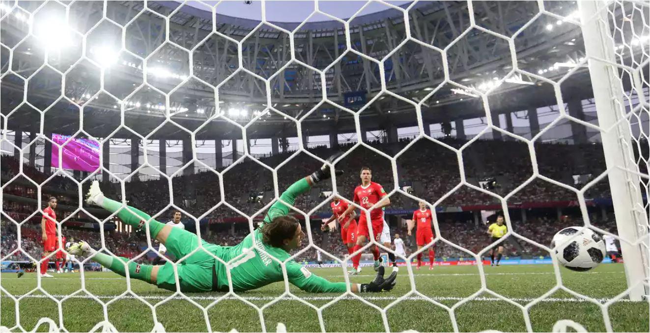 Pada babak pertama laga Piala Dunia 2018, Kamis dinihari, ada dua kali kiper Swiss Yann Sommer menyelamatkan gawangnya dari serangan bertubi-tubi pemain Kosta Rika.