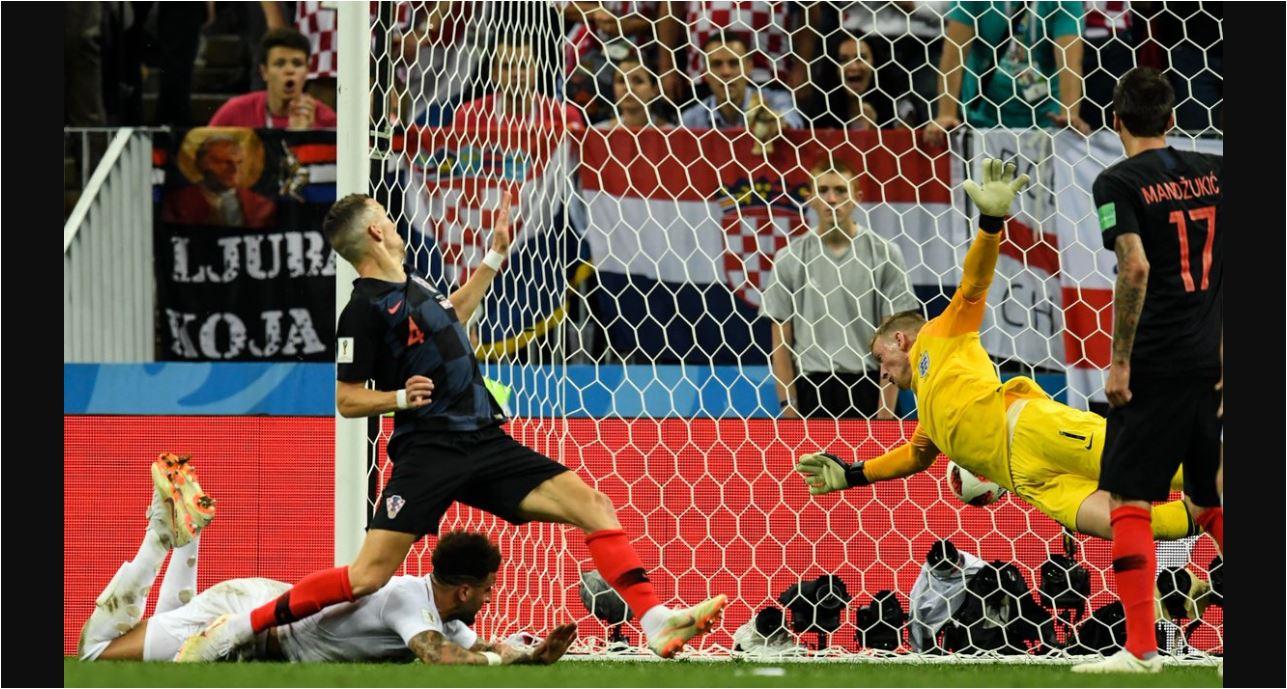 Ivan Perisic membelokkan bola dengan kepalanya ke sudut bawah gawang, mengagetkan kiper Jordan Pickford dan menjadi gol penyama skor 1-1.