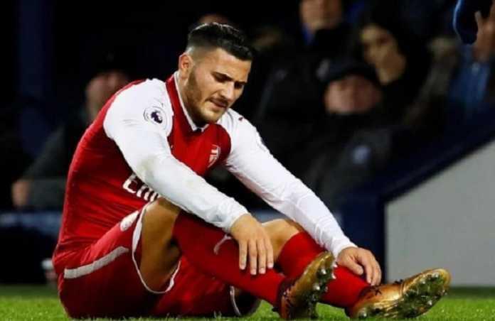 Setelah sebelumnya kehilangan Mesut Ozil, kini Arsenal tak akan diperkuat Sead Kolasinac yang alami cedera di laga kontra West Bromwich Albion.
