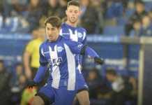 Deportivo Alaves tak berikan gaji tiga pemainnya sejak November lalu, tapi tetap lakukan manuver di bursa transfer Januari ini.