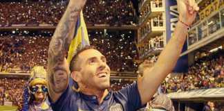 Foto Carlos Tevez saat meninggalkan klub Boca Juniors ke Eropa, kini ia akan kembali ke klub masa kecilnya tersebut.