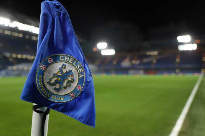 Chelsea tersandung kasus rasial, ada tiga pelatih tim junior yang dituduh mengeluarkan komentar bernada rasis kepada pemain-pemain muda berkulit hitam.