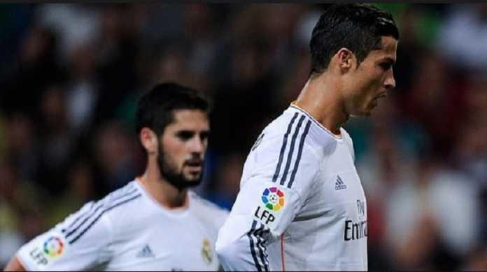 Tak senang dengan penampilan menawan Isco, Cristiano Ronaldo minta Zidane tak turunkan pemain asal Spanyol itu gantikan Karim Benzema.