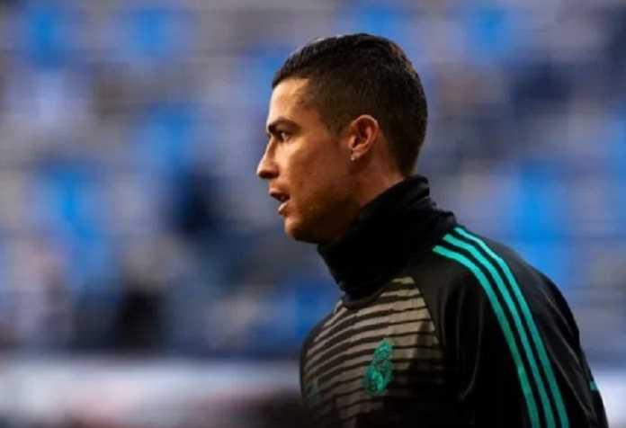 Cristiano Ronaldo kini mengaku ingin bertahan di Real Madrid, walau ia ramai dikabarkan ingin kembali ke Manchester United.