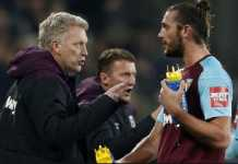 David Moyes mengaku tak tahu-menahu soal rencana transfer Andy Carroll ke Chelsea.