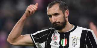 Dilirik bos Chelsea Antonio Conte, Giorgio Chiellini malah teken kontrak baru di Juventus.