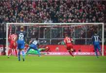 Penalti oleh Serge Gnabry berhasil diblokir kiper Bayern Munchen Sven Ulrich, namun bola rebound disambar Mark Uth dan skor pun berubah 0-1 untuk Hoffenheim, pada laga Liga Jerman Sabtu malam.