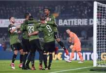Para pemain Juventus merayakan gol pertama yang dicetak Sami Khedira pada laga Liga Italia di kandang Chievo, yang diwarnai dua kartu merah, Minggu dinihari.