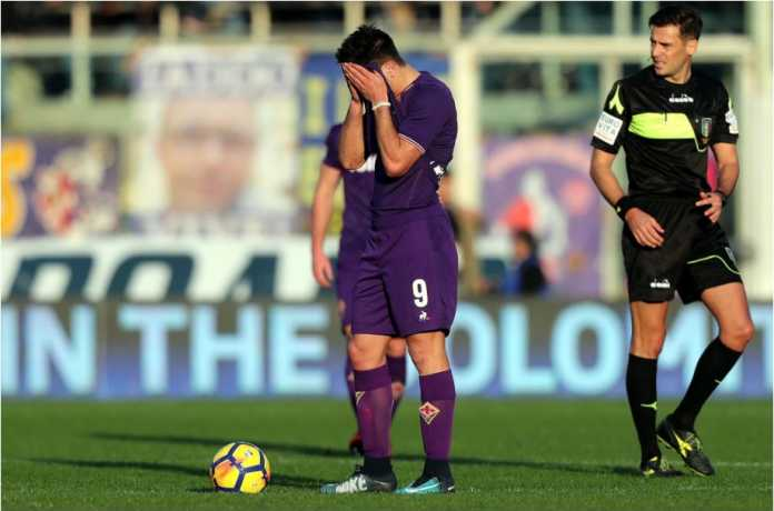 Para pemain Fiorentina seperti tak mempercayai nasib mereka, dibantai banyak gol oleh tim urutan 19 Liga Italia, Verona, Minggu 28 Januari 2018.
