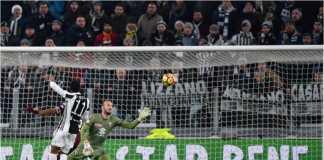 Douglas Costa mencetak gol pertama bagi Juventus dalam laga melawan Torino pada babak perempat final Coppa Italia, Kamis dinihari WIB
