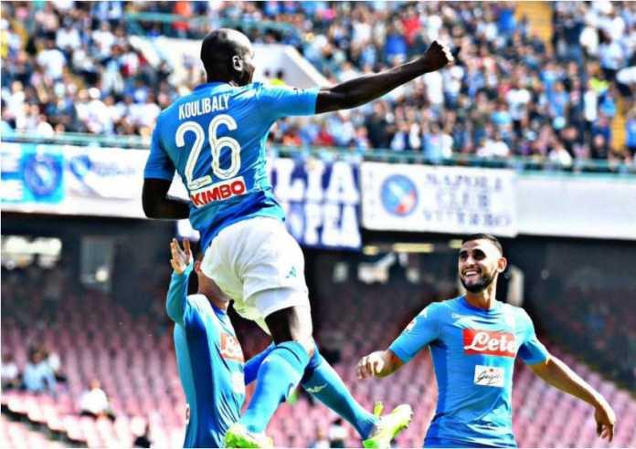 Kalidou Koulibaly merayakan golnya untuk Napoli saat menjamu Hellas Verona pada ajang LIga Italia, Sabtu malam WIB.