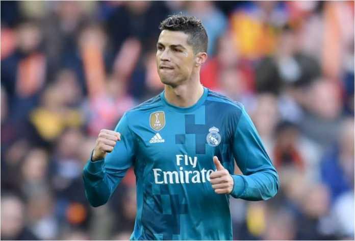 Cristiano Ronaldo merayakan gol dari titik penalti pada laga Liga Spanyol antara Valencia vs Real Madrid, Sabtu 27 Januari 2018 malam