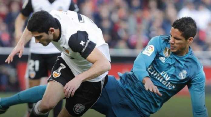 Dua pekan lagi bertemu PSG di babak 16 besar Liga Champions, Real Madrid dikhawatirkan kondisi Raphael Varane yang kembali cedera.