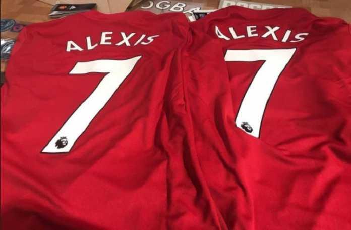 Manchester United sudah menjual jersey dengan nama Alexis Sanchez di bagian belakangnya - di atas nomor ikonik klub itu, nomor 7.