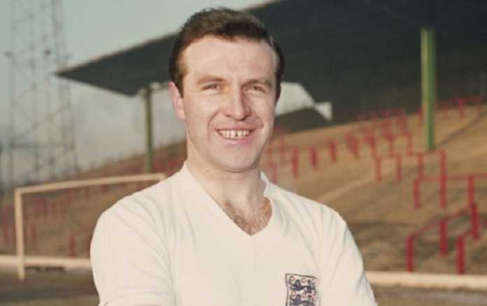 Eks kapten Timnas Inggris Jimmy Armfield meninggal dunia akibat kanker di usia 82 tahun .