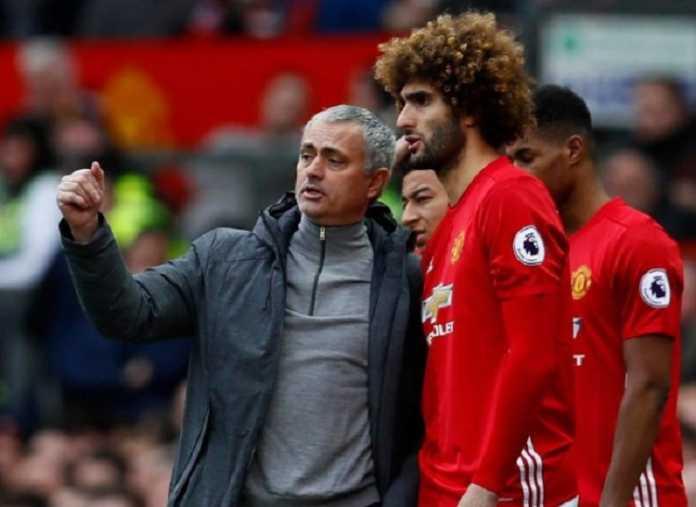 Jose Mourinho meminta Manchester United lakukan segala cara untuk pertahankan Marouane Fellaini.