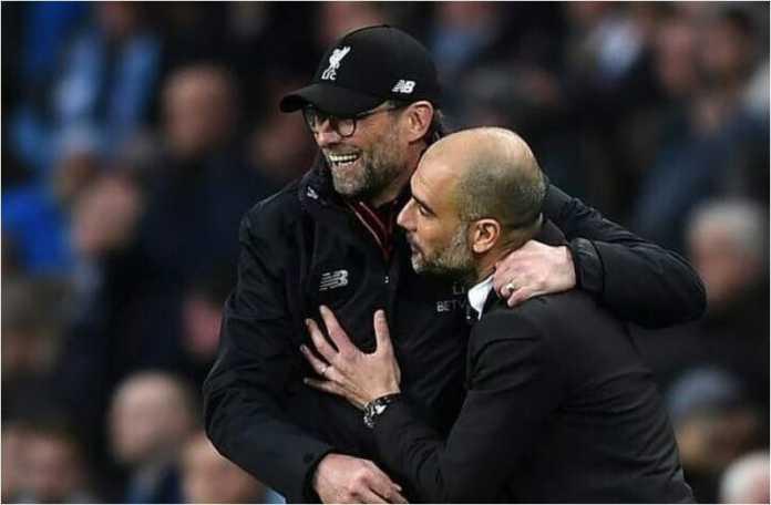 Jurgen Klopp memeluk Pep Guardiola usai laga Liga Inggris yang sangat menarik antara Liverpool vs Manchester City, Minggu malam