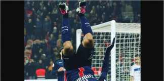 Gaya khas Lucas Moura usai mencetak gol bagi PSG, sesuatu yang jarang terjadi musim ini karena ia hanya diturunkan sebagai pemain pengganti.