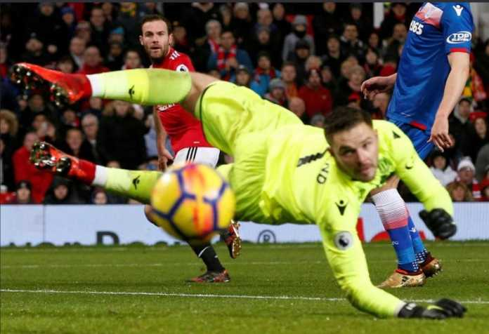 Juan Mata terbuka untuk bicara dengan klub lain di bulan ini, Manchester United pun ketar-ketir kehilangan pemain itu.