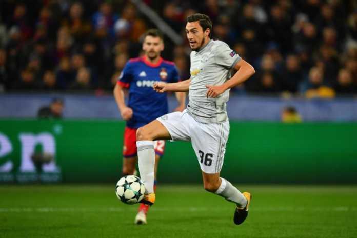 Juventus ingin meminjam Matteo Darmian dari Manchester United, walau klub Liga Premier itu mendesak Si Nyonya Tua agar langsung membeli beknya tersebut.