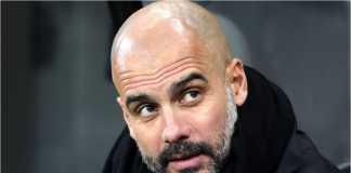 Manajer Manchester City Pep Guardiola bereaksi dan melihat ke papan skor saat situasi berubah 4-3 dalam laga Liga Inggris di kandang Liverpool, Minggu malam