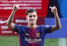 Philippe Coutinho disambut skuad Barcelona dalam latihan perdananya di Camp Nou.