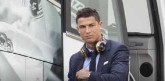Presiden Real Madrid Florentino Perez minta agen Cristiano Ronaldo untuk dengarkan tawaran bagi bintang Portugal tersebut.