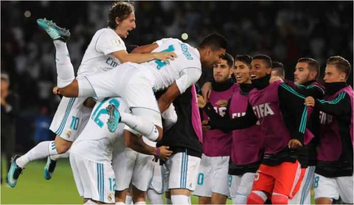 Para pemain Real Madrid merayakan satu gol mereka bersama barisan cadangan, baru-baru ini