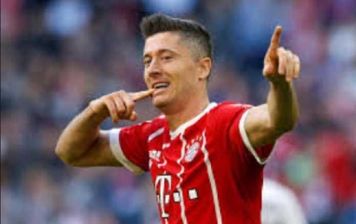Robert Lewandowski sukses mencetak rekor gol setelah ia bukukan dua gol untuk Bayern Munchen di laga kontra Werder Bremen, Minggu (21/1), dan menjadi pemain asing dengan gol terbanyak untuk raksasa Bundesliga tersebut.