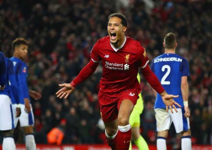 Virgil van Dijk saat merayakan gol perdanannya sekaligus menjadi penentu kemanangan Liverpool atas Everton dalam laga Piala FA tadi malam