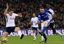 Wayne Rooney saat mendapatkan peluang emas untuk mencetak gol dalam laga lanjutan Liga Inggris antara Tottenham Hotspur vs Everton