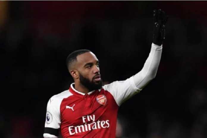 Karir Alexandre Lacazette di Arsenal, dikatakan Emmanuel Petit, telah berakhir setelah kedatangan Pierre-Emerick Aubameyang.