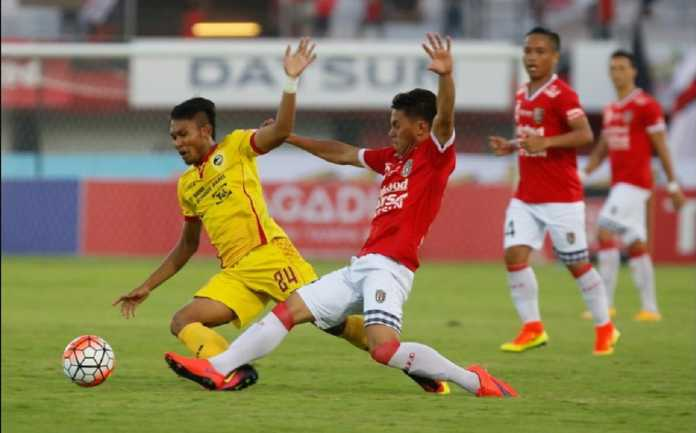 Usai bertanding di Stadion Gelora Sriwijaya Jakabaring Palembang, Minggu (11/2) malam, skuad Bali United dan Sriwijaya FC sama-sama bertolak ke Bali dalam satu pesawat.