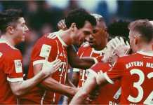 Para pemain Bayern Munchen merayakan gol mereka.