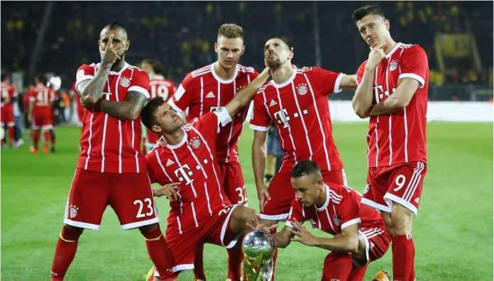 Bayern Munchen merayakan keberhasilan mereka merebut Piala Super Jerman 2017 lalu.