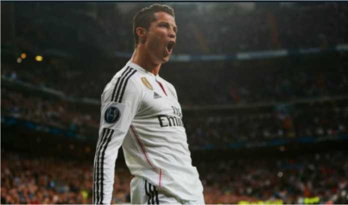 Cristiano Ronaldo merayakan satu golnya untuk Real Madrid. Ia akan mendapat kenaikan gaji mulai musim baru.