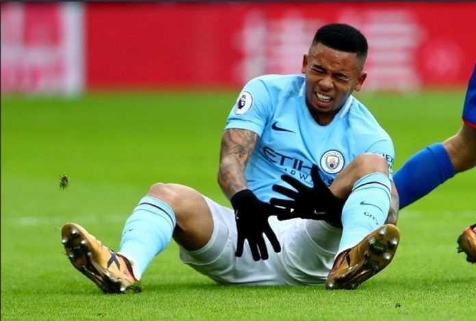 Bintang muda Manchester City Gabriel Jesus dikabarkan temu Ronaldo da Lima dan minta saran terkait penyembuhan cedera lutut yang dialaminya.