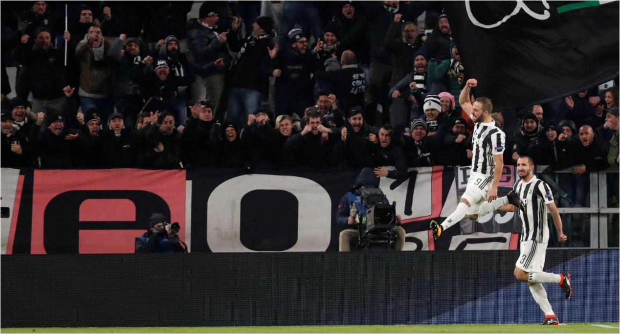 Perayaan gol oleh Gonzalo Higuain pada leg pertama 16 besar Liga Champions antara Juventus vs Tottenham Hotspur, Rabu 14 Februari 2018.