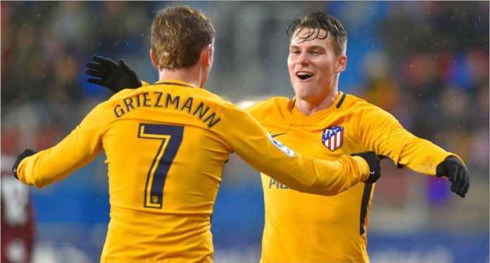 Kevin Gameiro dan Antoine Griezmann merayakan gol kedua Atletico Madrid pada laga 32 besar Liga Europa di kandang Copenhagen, Jumat.