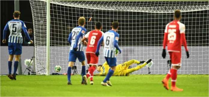 Robin Quaison mencetak gol bagi Mainz dalam laga Liga Jerman melawan tuan rumah Hertha Belin, Sabtu, yang usai dengan skor 0-2.