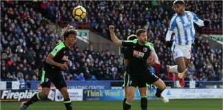 Steve Mounie menyundul bola untuk menjadi gol kedua Huddersfield saat menjamu Bournemouth dalam lanjutan Liga Inggris, Minggu malam.
