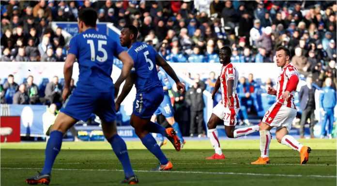 Xherdan Shakiri mencetak gol bagi Stoke City pada laga Liga Inggris, Sabtu 24 Februari 2018, di kandang Leicester City.