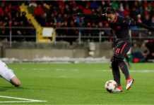 Mesut Ozil mencetak gol ketiga bagi Arsenal pada laga 32 besar Liga Europa di kandang Ostersunds, Jumat.