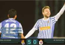 Gelandang Real Sociedad Asier Illarramendi merayakan dua golnya ke gawang Deportivo La Coruna, Sabtu dinihari, dalam lanjutan Liga Spanyol.