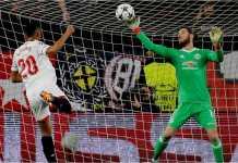 Kiper Manchester United David De Gea mencatatkan satu penyelamatan hebat di akhir babak pertama leg pertama Liga Champions 16 besar di kandang Sevilla, Kamis.