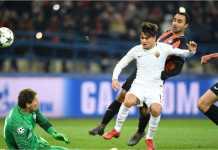 Pemain anyar AS Roma Cengiz Under mencetak gol ke gawang Shakhtar Donetsk pada laga leg pertama babak 16 besar Liga Champions, Kamis 22 Februari 2018.