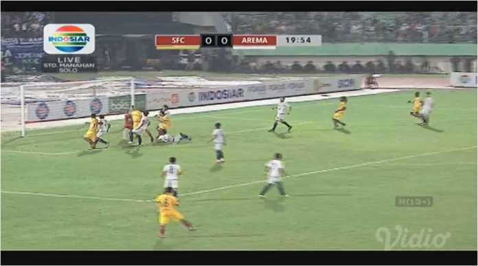 Satu tendangan bola mati dari Sriwijaya FC tak bisa dimanfaatkan menjadi gol di depan gawang Arema FC, pada perempat final Piala Presiden 2018, Minggu malam.