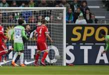 Daniel Didavi mencetak gol bagi Wolfsburg saat mereka menjamu Bayern Munchen pada laga Liga Jerman pekan ke-23, Sabtu 17 Februari 2018.
