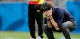 Joachim Low bereaksi dalam salah satu laga timnas Jerman. Ia kini menjadi kandidat terkuat bos baru Real Madrid.