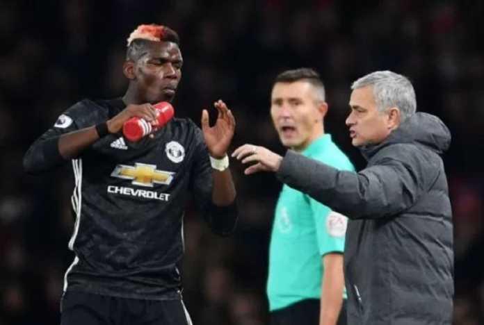 Jose Mourinho coba menenangkan Paul Pogba yang sedang galau dengan karirnya di Manchester United.